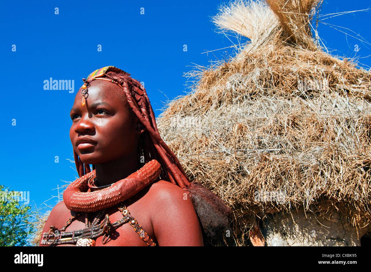 Jeune fille Himba, Kaokoveld, Namibie, Afrique du Sud Banque D'Images