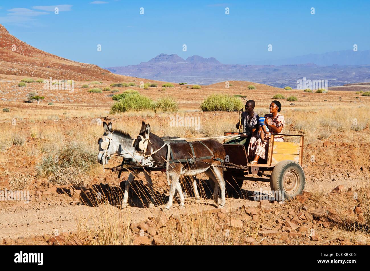 Famille Damara, Damaraland, région de Kunene, Namibie, Afrique Banque D'Images