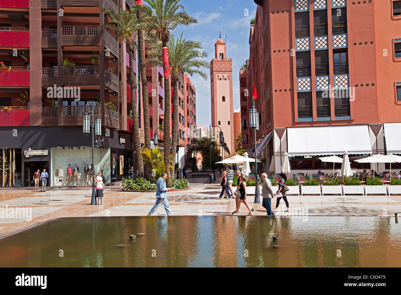 Nouveau centre commercial et des appartements dans le domaine de riches Gueliz à Marrakech, Maroc, Afrique Photo Stock