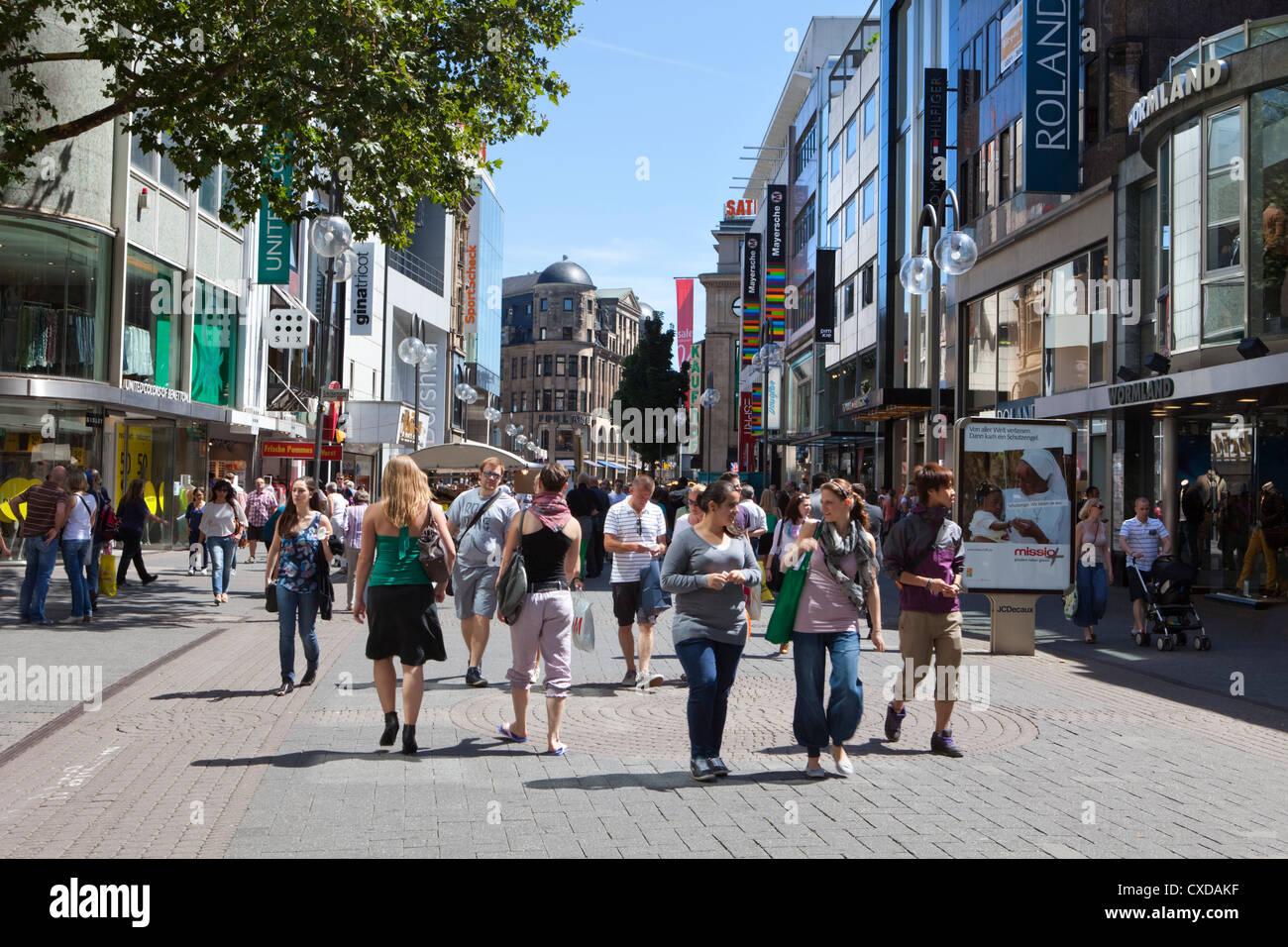 Les piétons dans le centre-ville de Cologne, Schildergasse, Rhénanie du Nord-Westphalie, Allemagne, Photo Stock