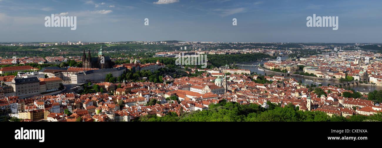 Vue de la ville de Prague à partir de la colline de Petrin Photo Stock