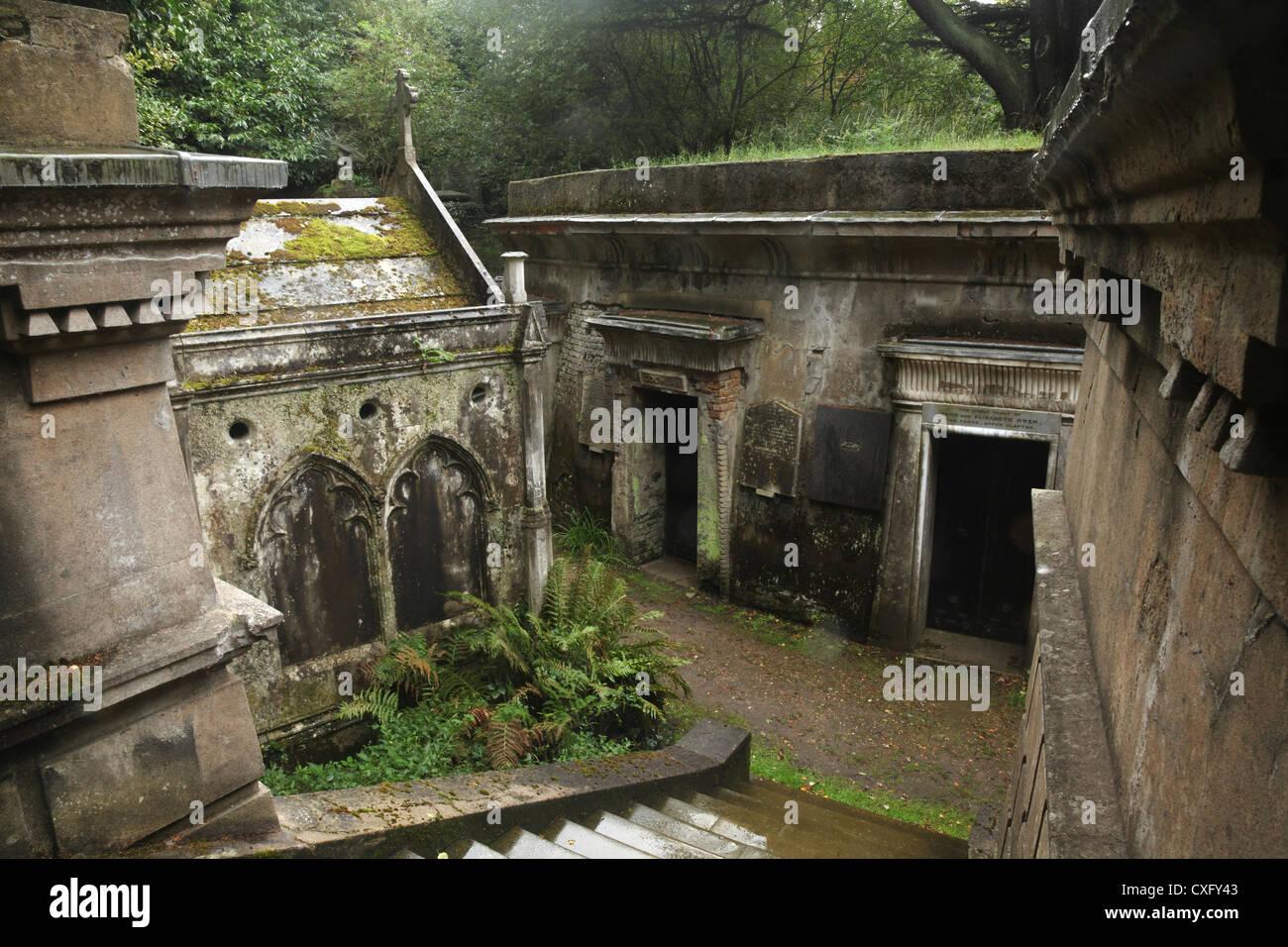 """'Cercle du Liban Vaults"""" au Cimetière de Highgate West à Londres en Angleterre Photo Stock"""