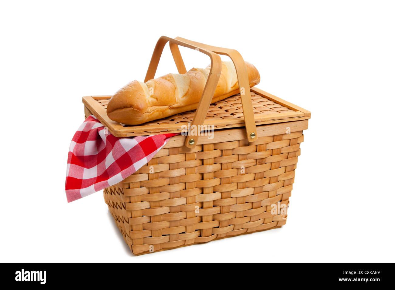 un panier pique nique en osier avec un chiffon rouge table vichy et une miche de pain fran ais. Black Bedroom Furniture Sets. Home Design Ideas
