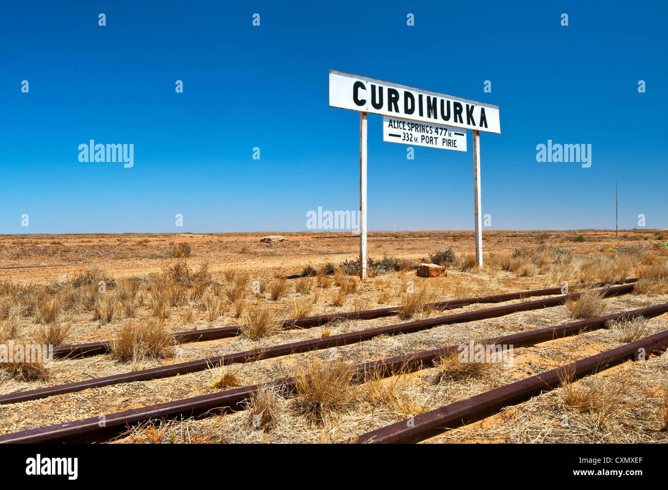 Signe de l'ancien vieux Ghan railway station Curdimurka. Photo Stock