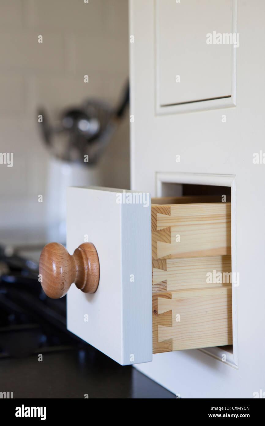 N'ouvrir le tiroir en armoire de cuisine Photo Stock