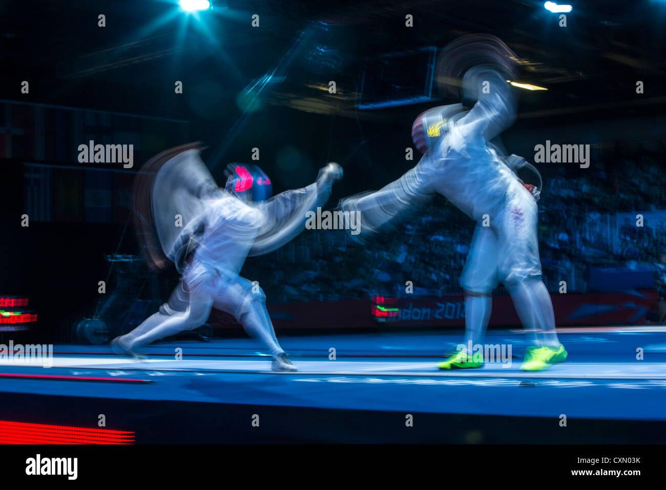 L'action de l'escrime floue de la concurrence. Photo Stock