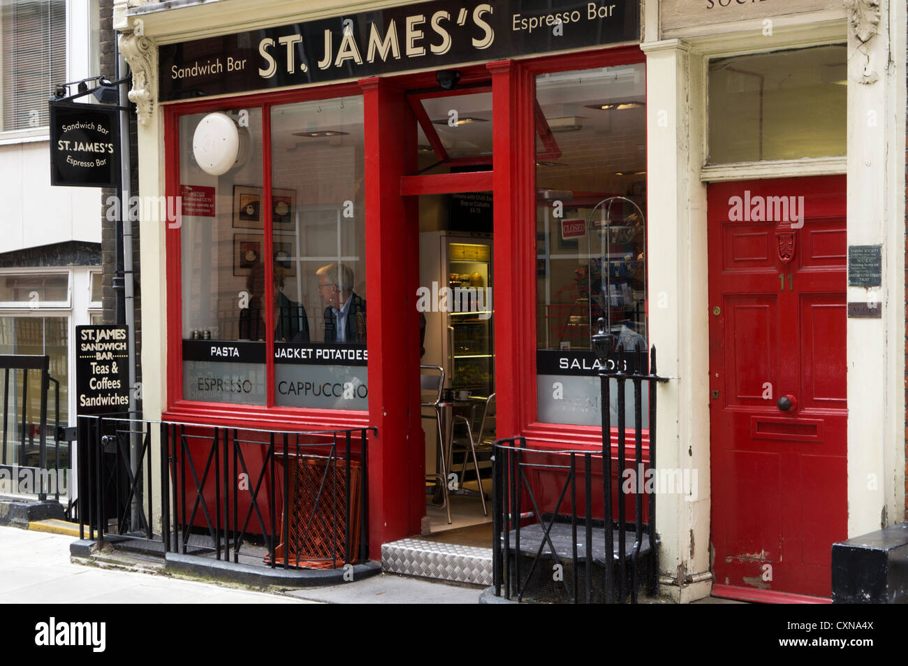 St James's Espresso Bar - un petit café dans le centre de Londres. Photo Stock