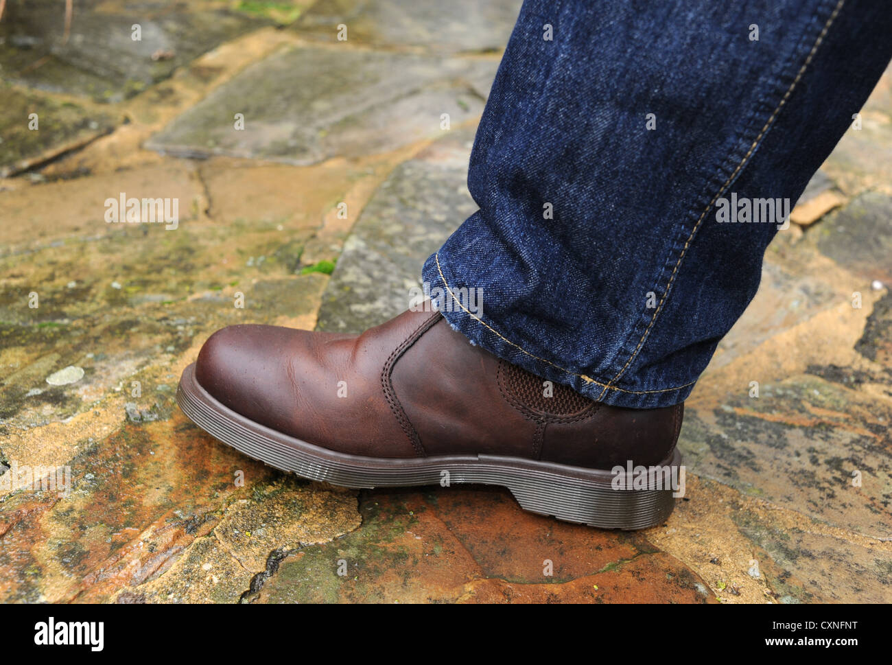 Doc Martens en cuir marron, bottes et chaussures de mode jeans bleu ... 263bb61dd325