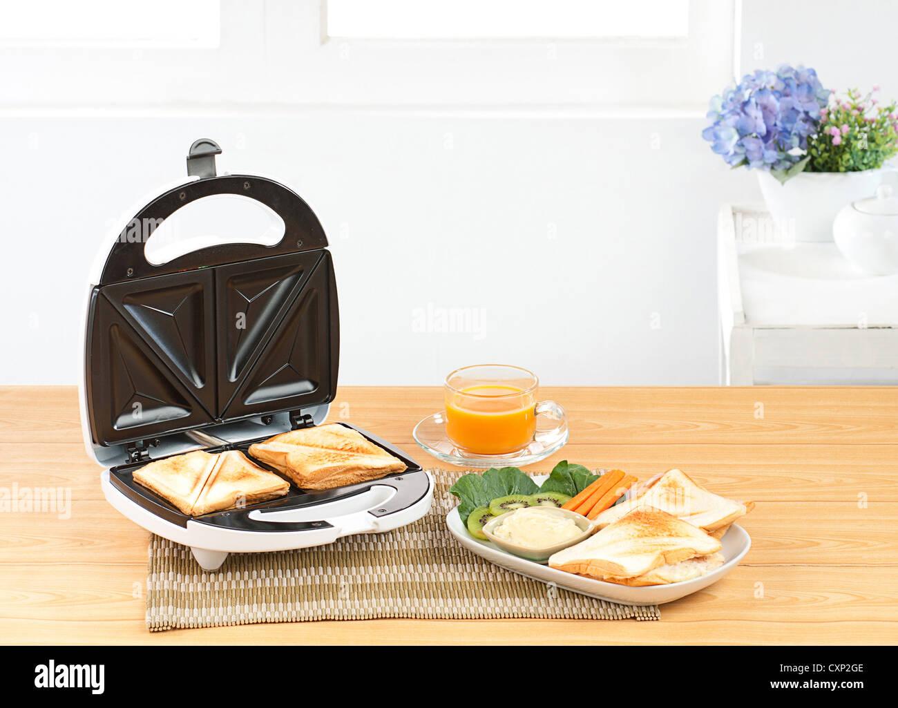 Pain Sandwich maker un outil de cuisine nécessaires Photo Stock