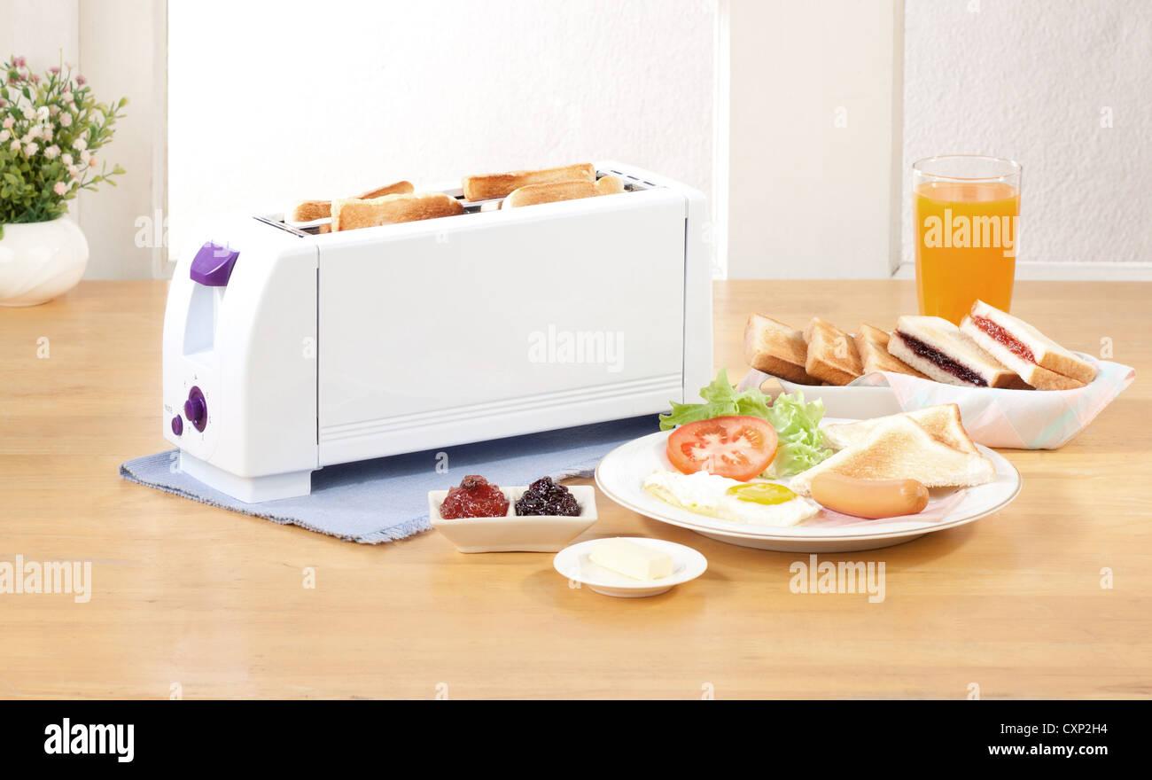 Le grille-pain pain nécessaire outil de cuisine Photo Stock