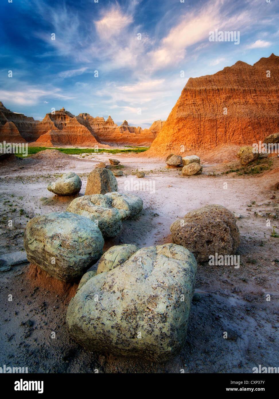 De grosses pierres et rochers au lever du soleil. Badlands National Park (Dakota du Sud). Photo Stock