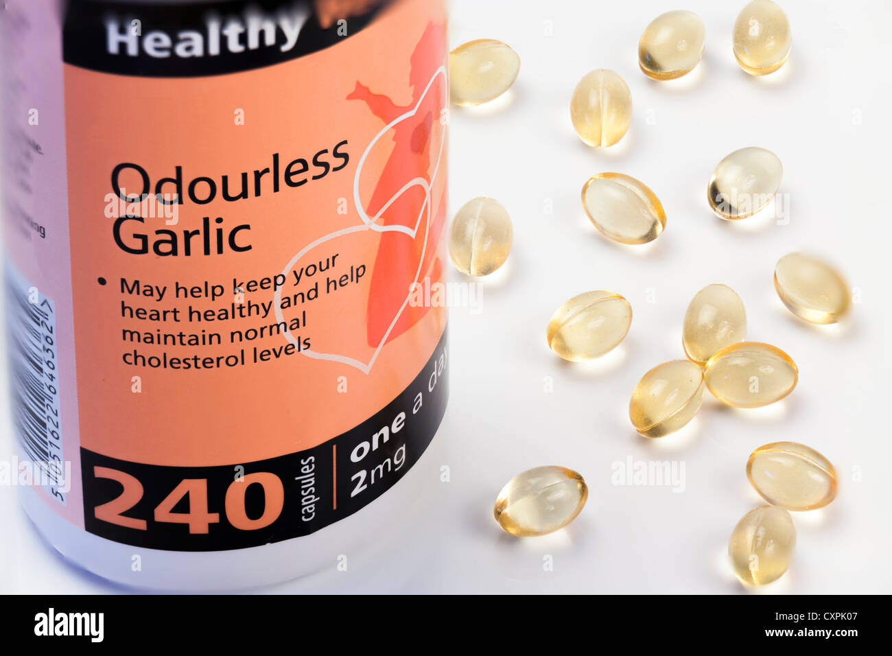Close up studio still life de capsules ail inodore et le contenant. Photo Stock
