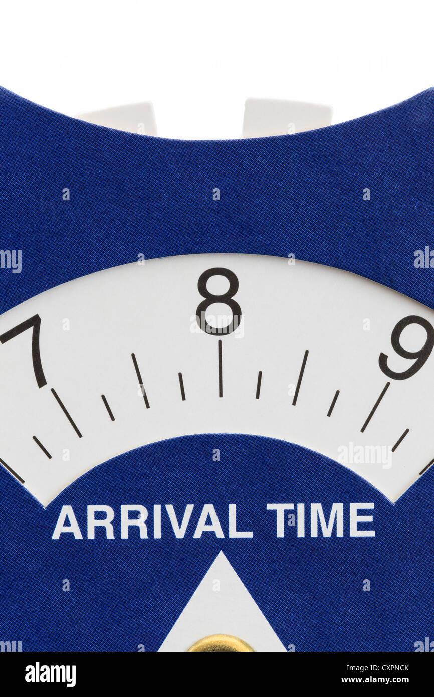Disque de stationnement en carton au Royaume-Uni l'ensemble d'indicateurs de l'heure d'arrivée, Photo Stock