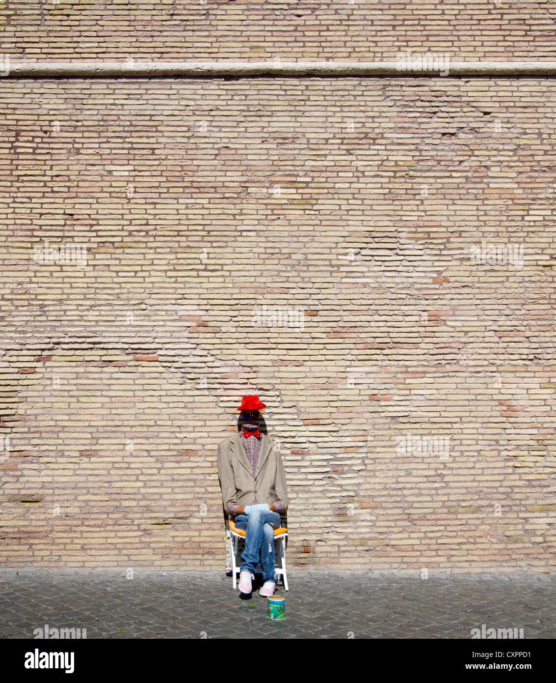 Artiste dans la rue de Rome - l'homme sans tête dans la suite Photo Stock