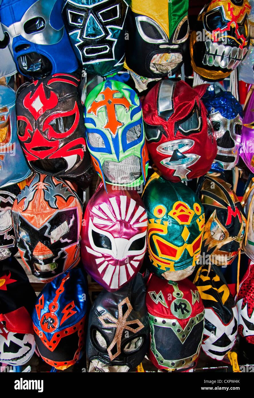 Les masques de Lucha Libre mexicaine pour la lutte professionnelle à Mercado San Juan de Dios au centre-ville Photo Stock