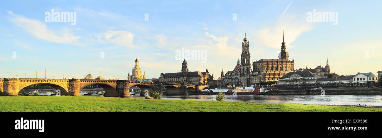 Skyline de Dresde au coucher du soleil. Allemagne Photo Stock