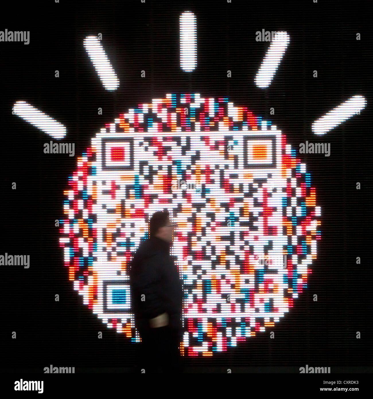 Un QR code, code-barres matriciel, comme objet d'art, exposition d'IBM, une technologie et consulting corporation, Photo Stock