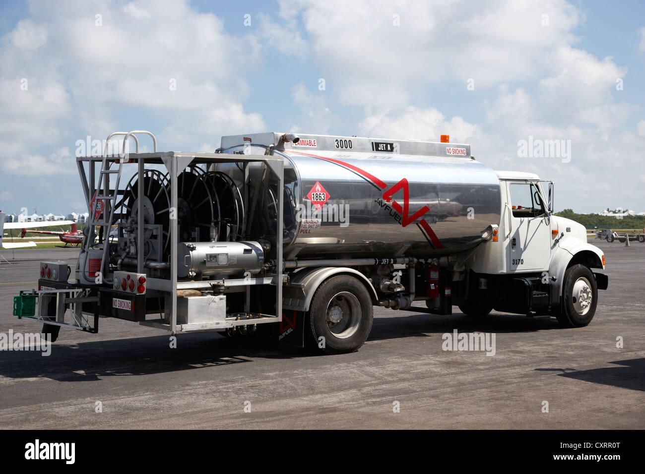 Avfuel chariot d'alimentation en carburant de l'aviation à l'aéroport international de key Photo Stock