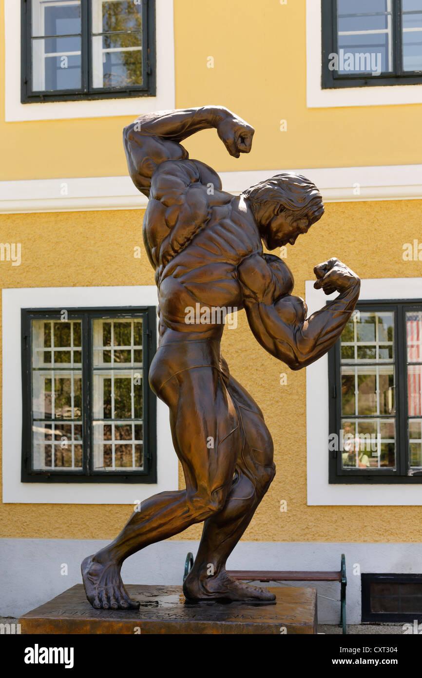 Sculpture en face de l'Arnold Schwarzenegger Museum, Thal près de Graz, en Styrie, Autriche, Europe, PublicGround Photo Stock