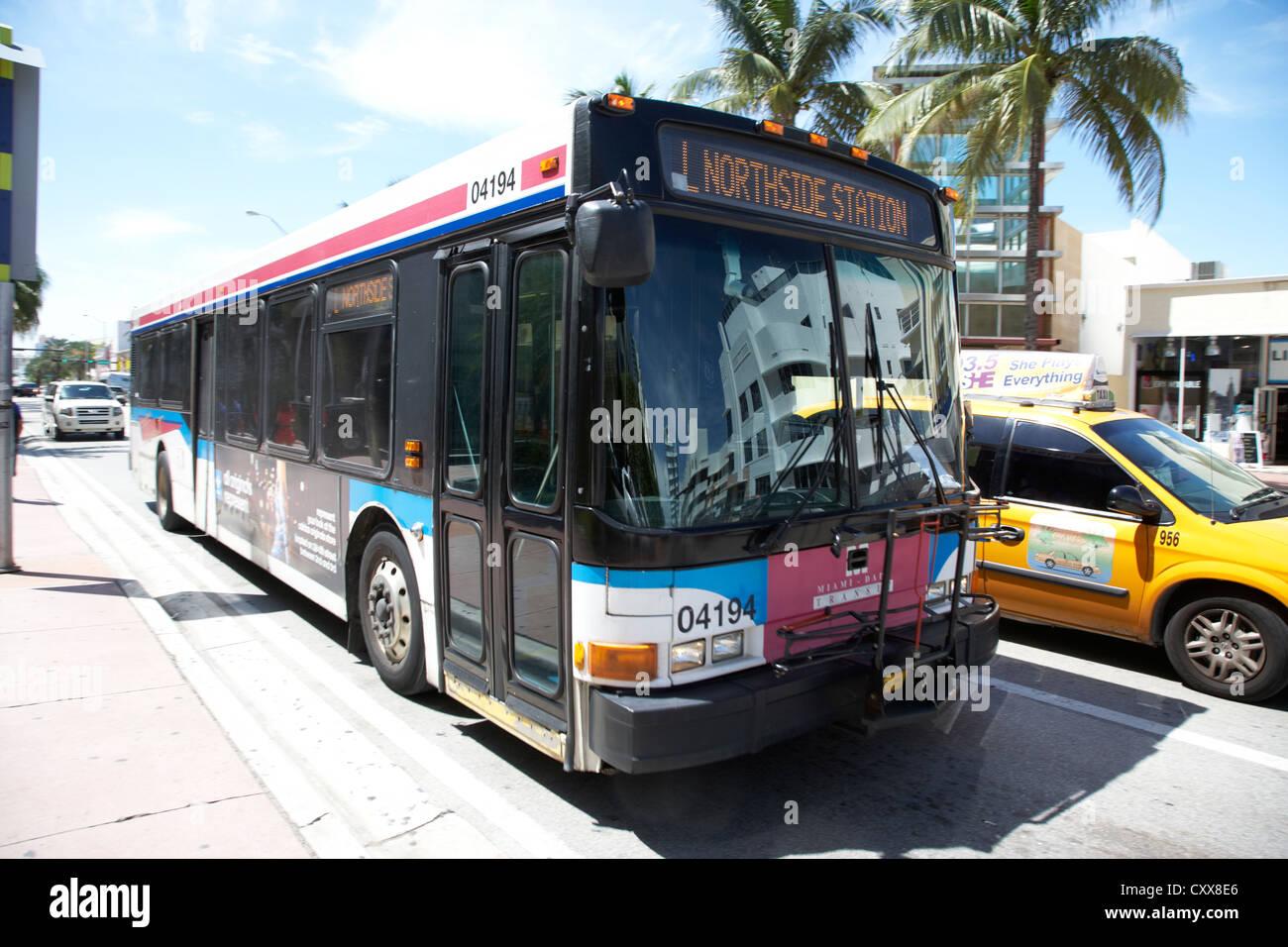Miami-Dade public transit transport bus Miami South beach floride usa déménagement in motion Photo Stock