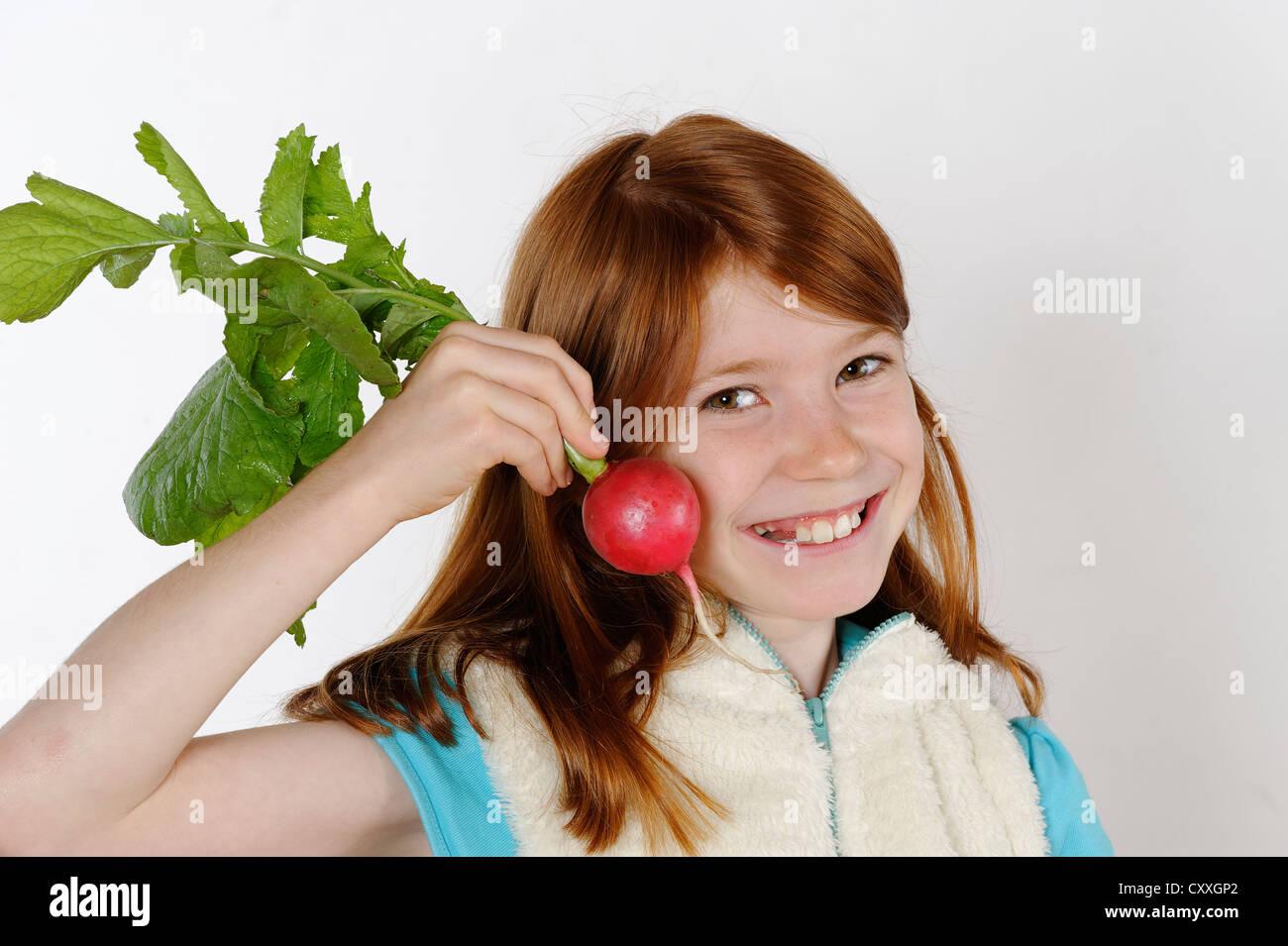 Fille avec radis Photo Stock