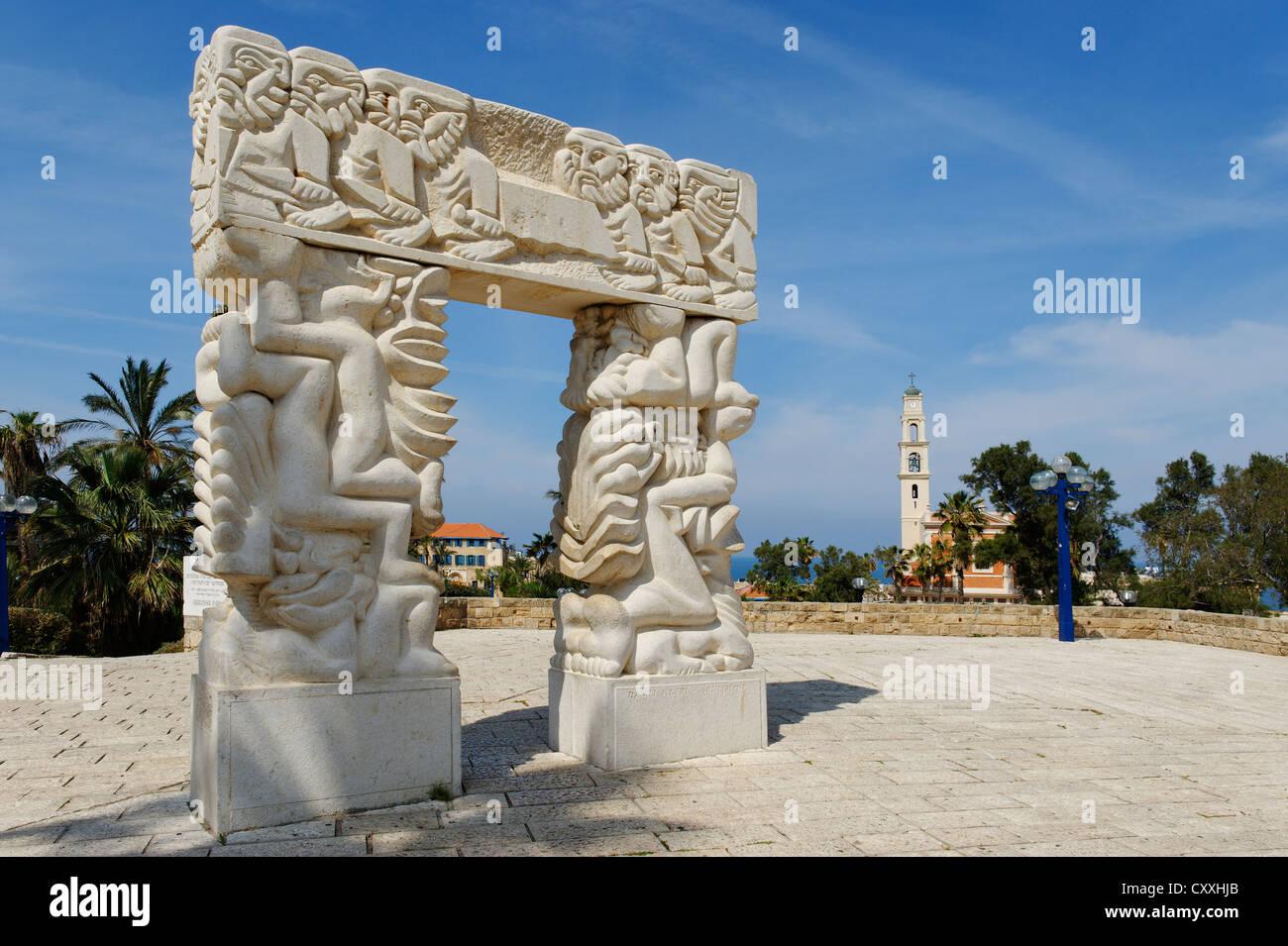 Statue de la foi avec l'Eglise Saint-Pierre, Jaffa, Tel Aviv, Israël, Moyen Orient Photo Stock