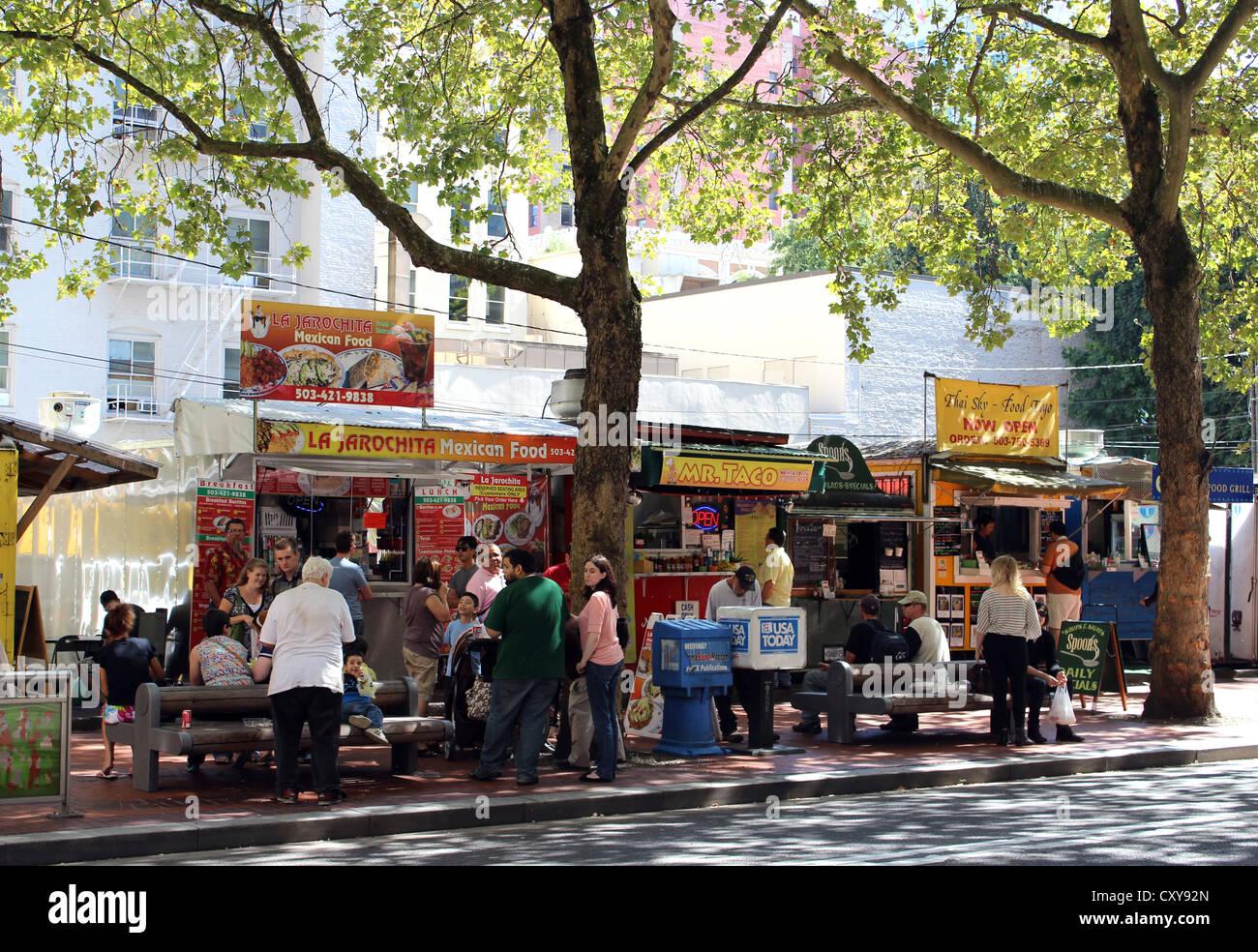 Des étals de rue, de l'alimentation des chariots, Portland, Oregon, USA Photo Stock