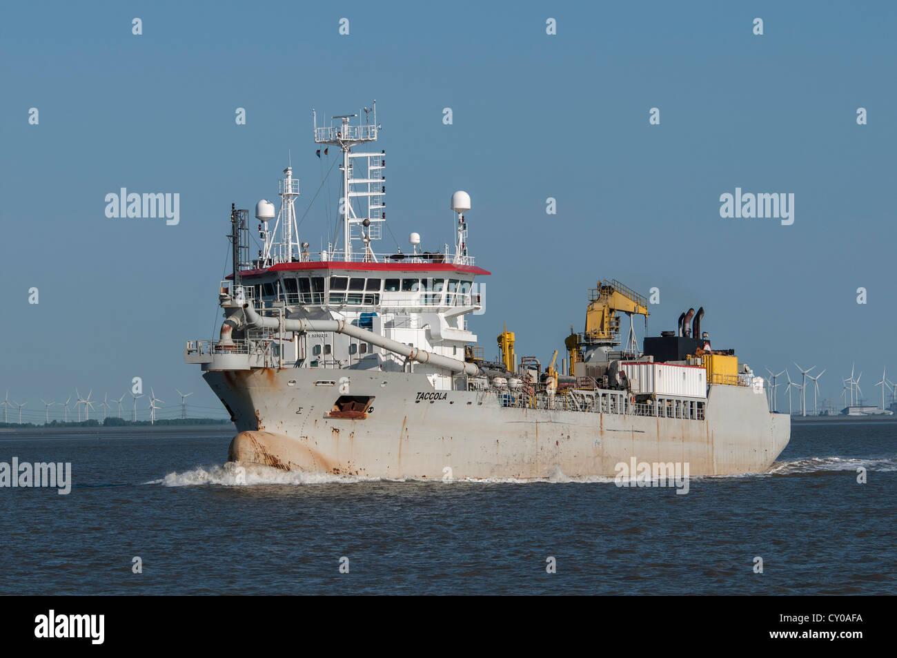 Drague, 'Travail' Taccola bateau sur l'estuaire de la baie Dollart, près de l'Emden, Basse Photo Stock