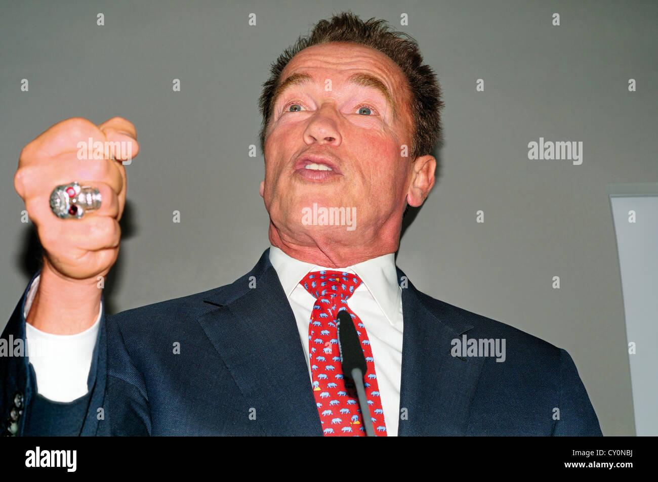 Allemagne: Arnold Schwarzenegger au cours de la présentation de son autobiographie 'Total Recall' Photo Stock