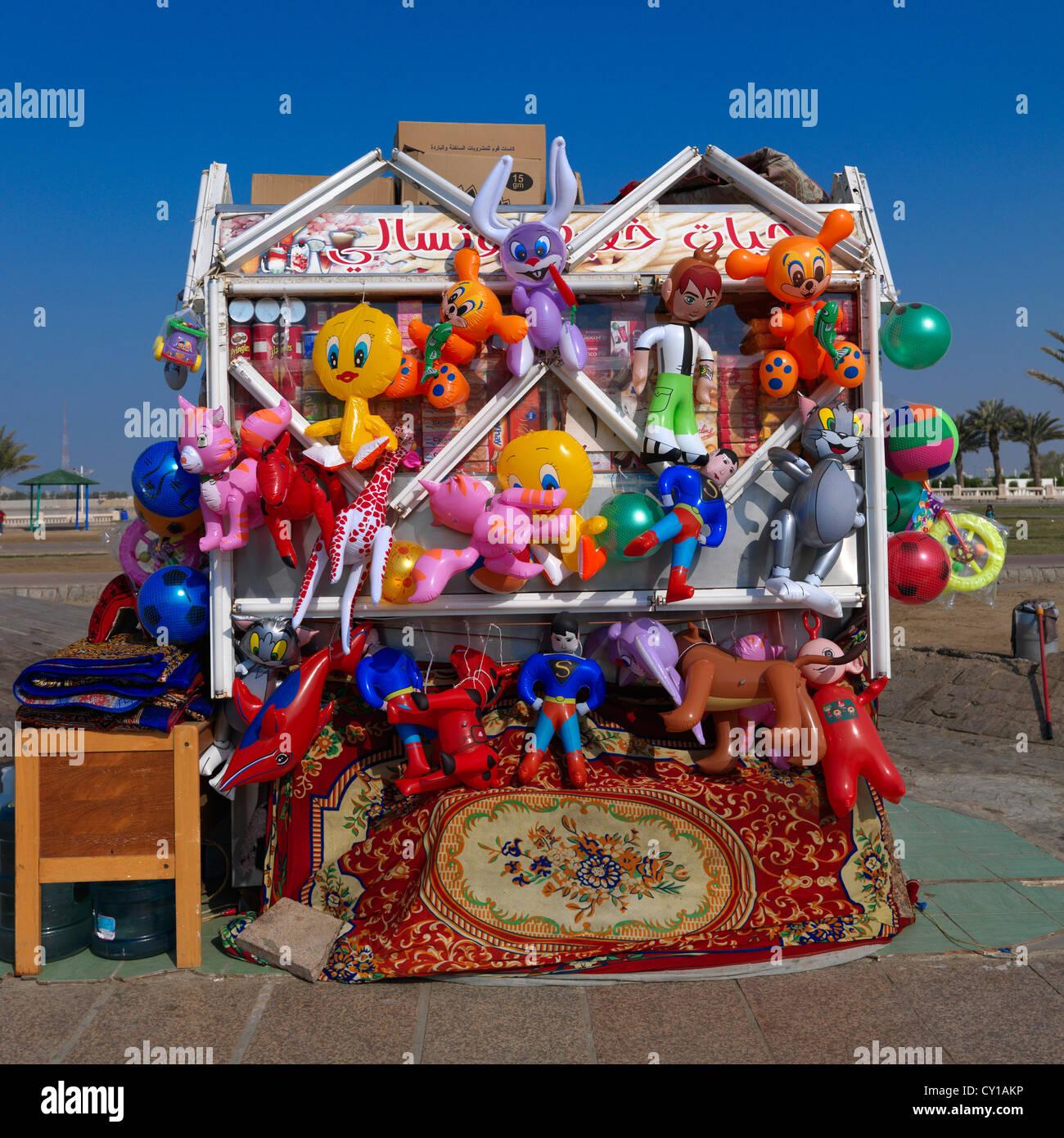 Boutique de jouets de plage à Jeddah, Arabie Saoudite Photo Stock