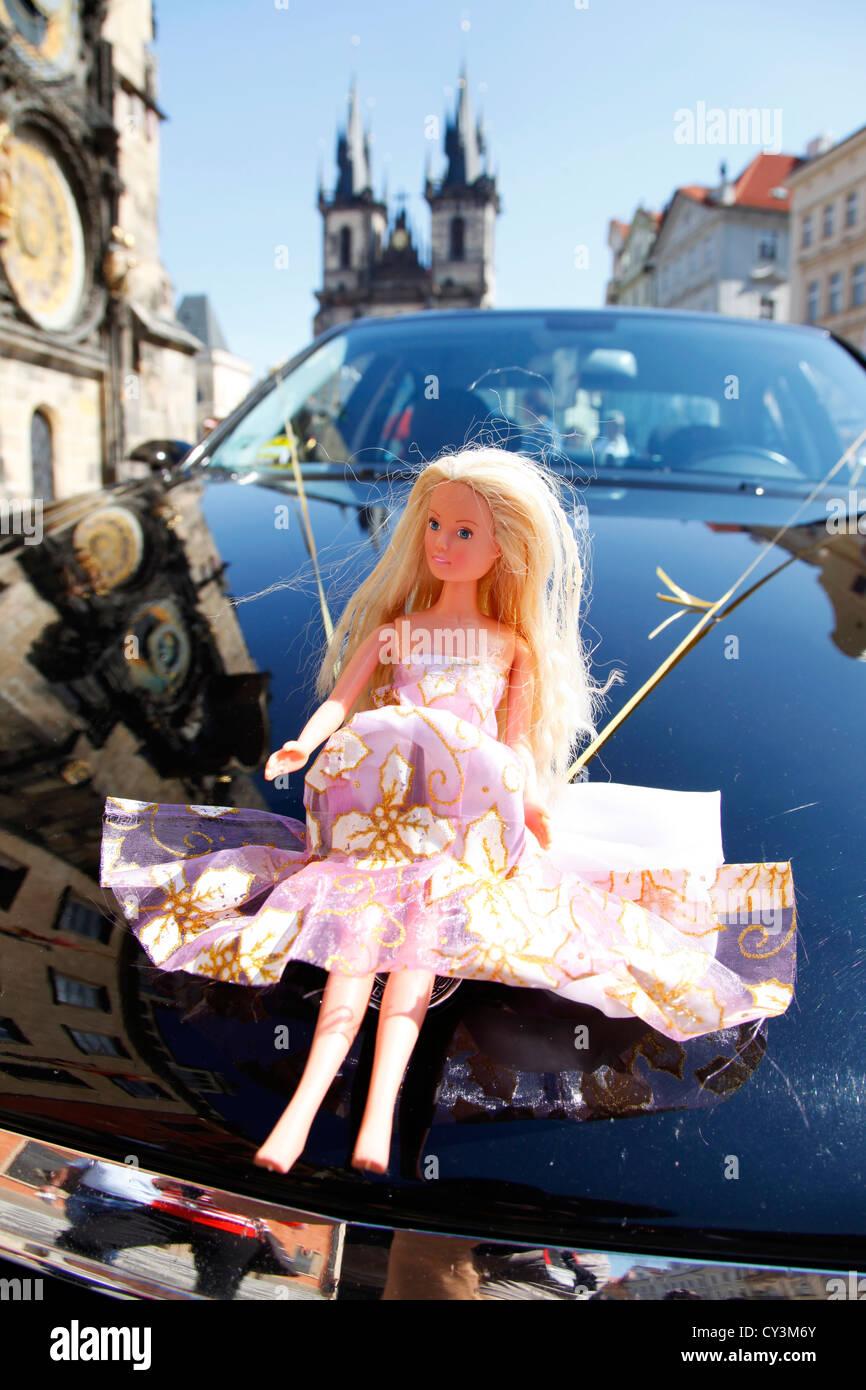 Jouet Mariage Barbie Sur D'une Voiture Prague Poupée Avant À De wZN80OPXnk
