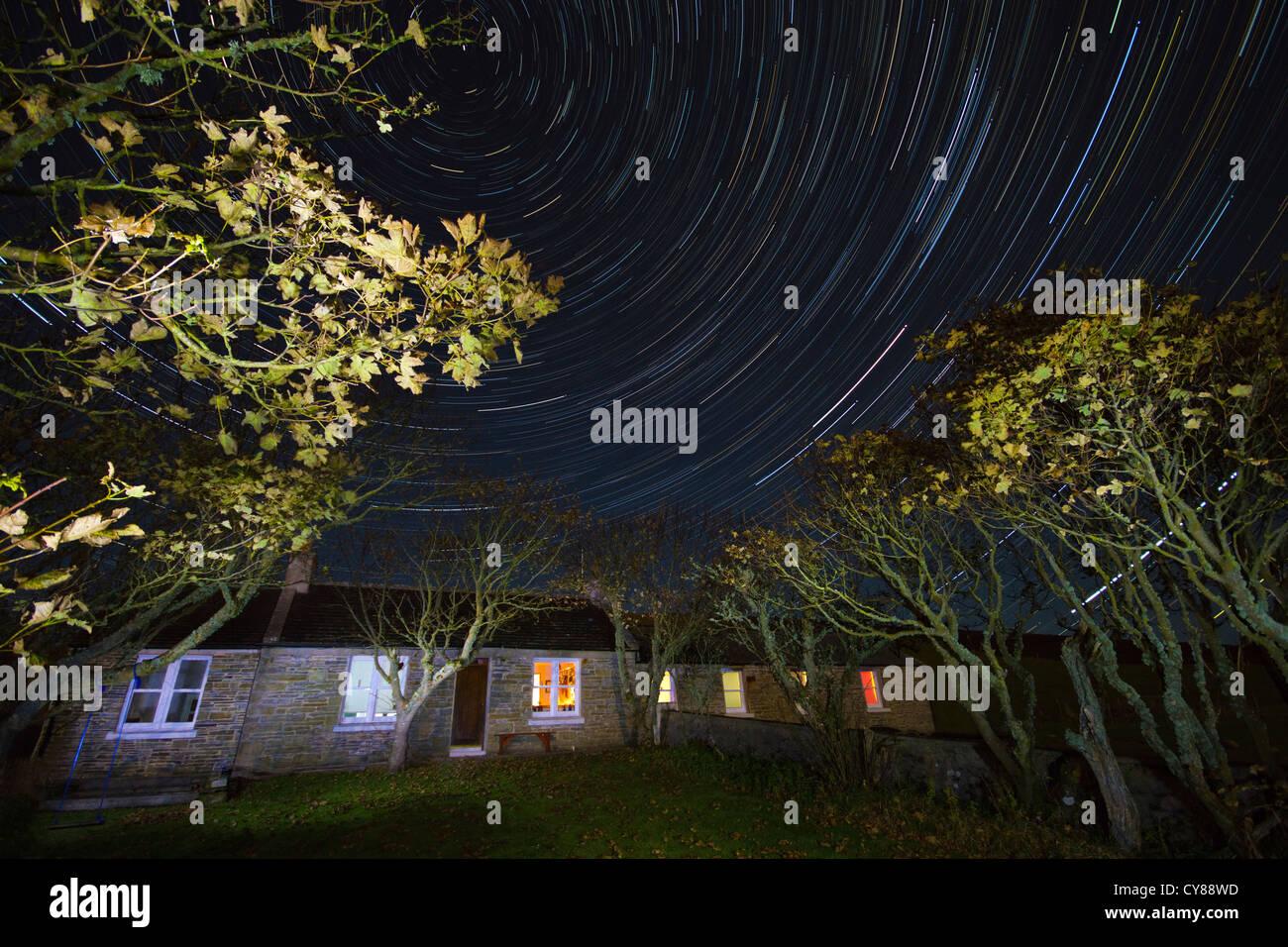 Gite rural avec star trails Photo Stock