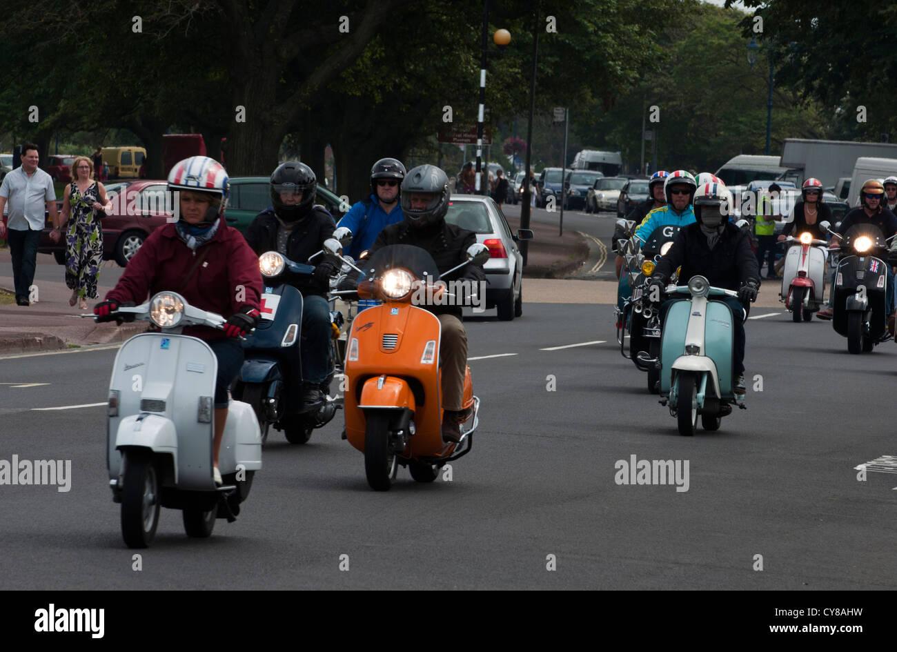 Scooters descendre sur Southsea, Portsmouth, à se joindre à la fête lors de ces activités tout Photo Stock