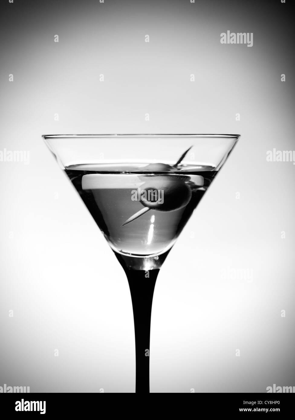 L'une d'olive avec verre Martini Photo Stock
