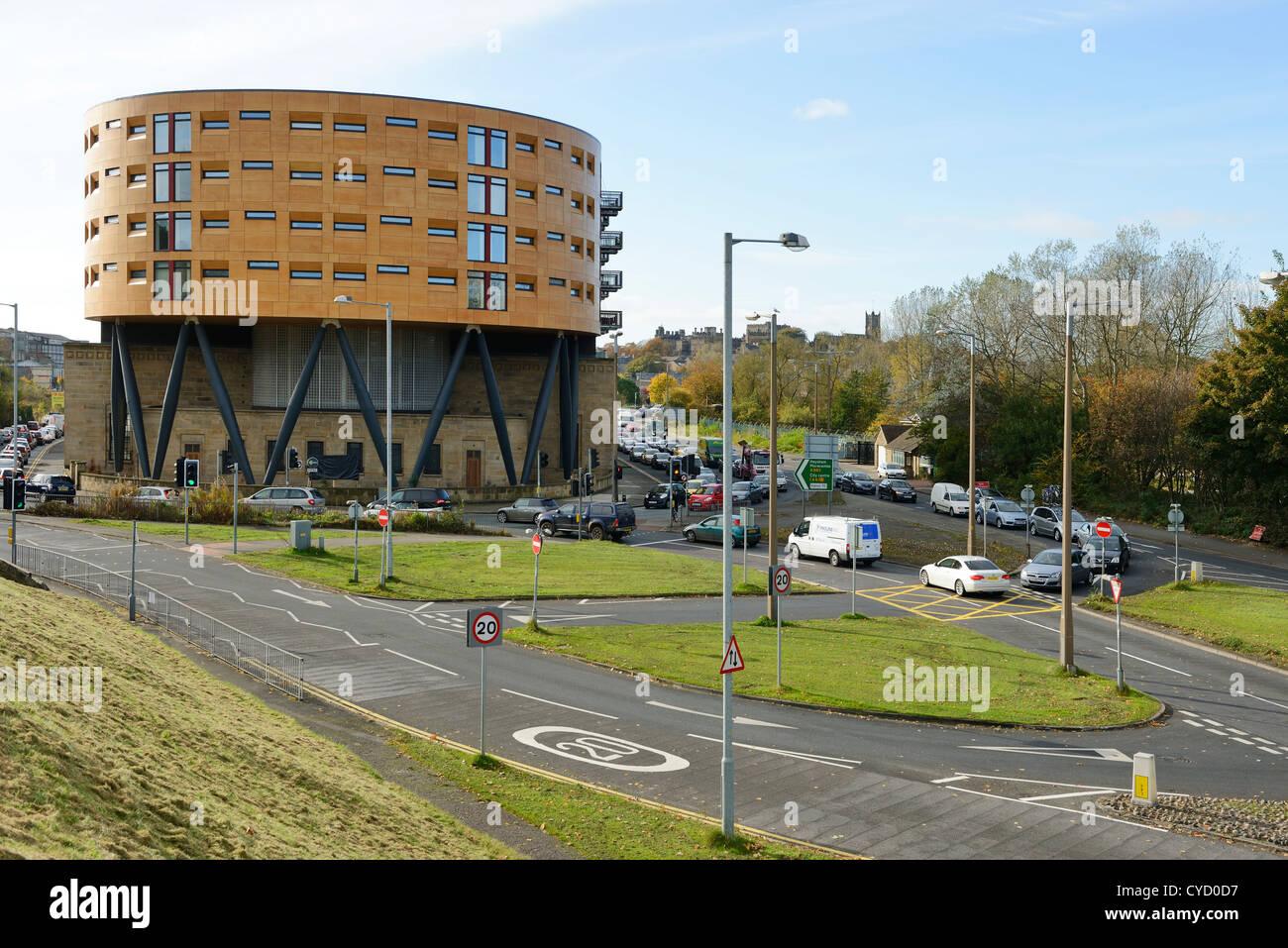 L'ancien dépôt de bus Kingsway apartments sur l'approche de centre-ville de Lancaster UK Photo Stock