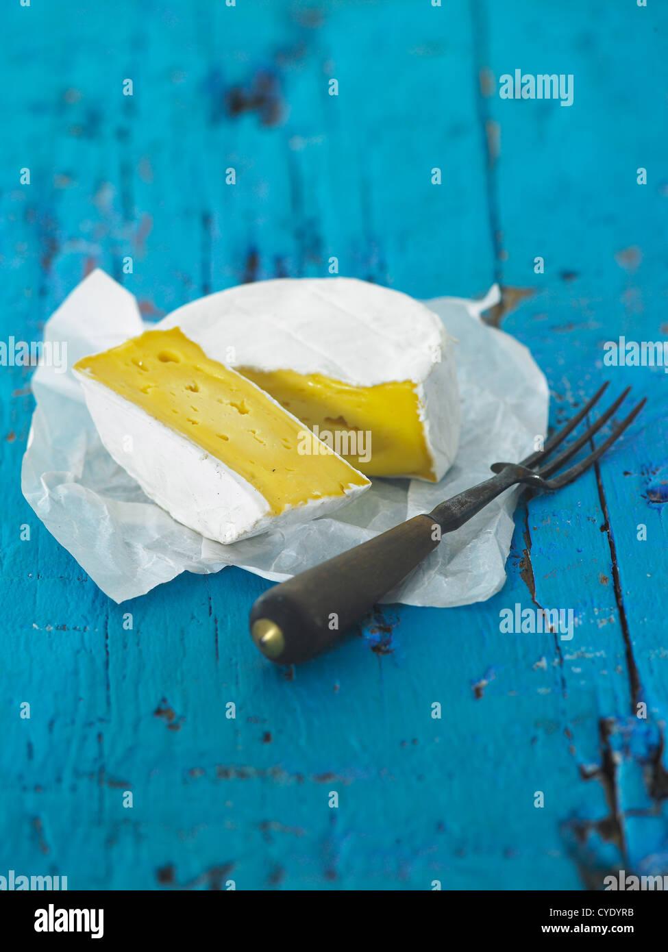 Le lait de vache fromage doux et fourchette Photo Stock