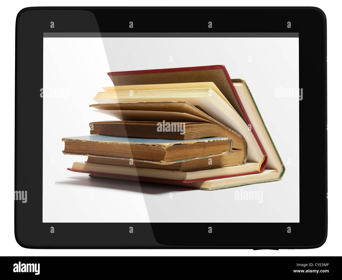Livre et le modèle 3D ordinateur teblet isolé sur blanc, concept de bibliothèque numérique Photo Stock