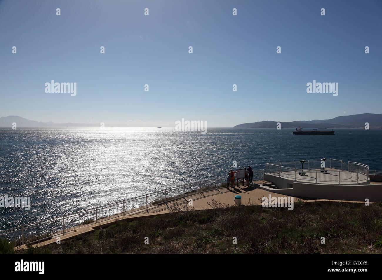Vue depuis le point d'Europa à Gibraltar. Sur la gauche du site est l'Afrique sur la droite est l'Europe Photo Stock