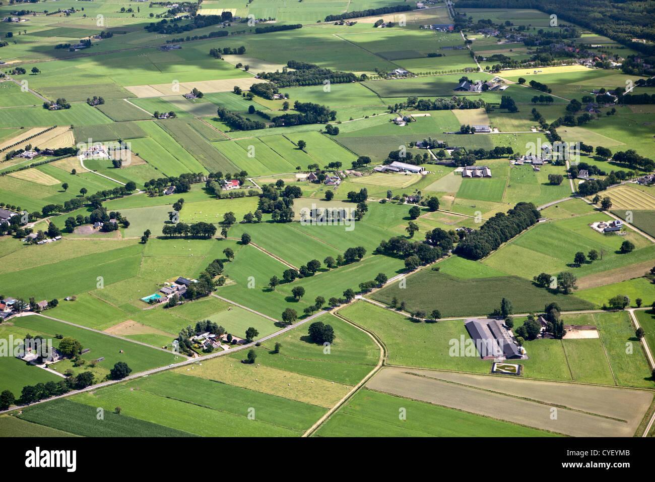 Les Pays-Bas, Eerbeek. De fermes et de terres agricoles. Vue aérienne. Photo Stock