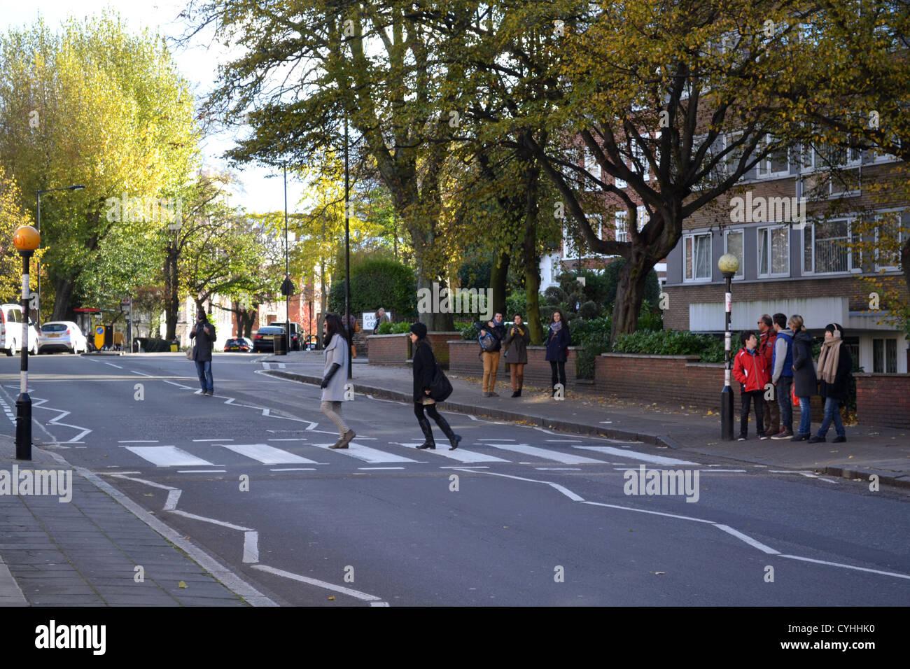 Crossing à l'extérieur les studios Abbey Road, Londres. Rendu célèbre par l'album Abbey Road des Beatles. Banque D'Images