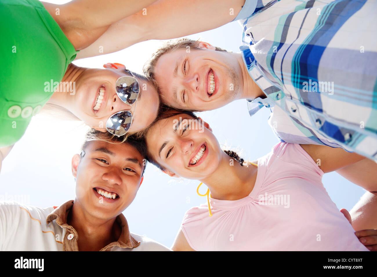 Groupe de jeunes s'amusant Photo Stock