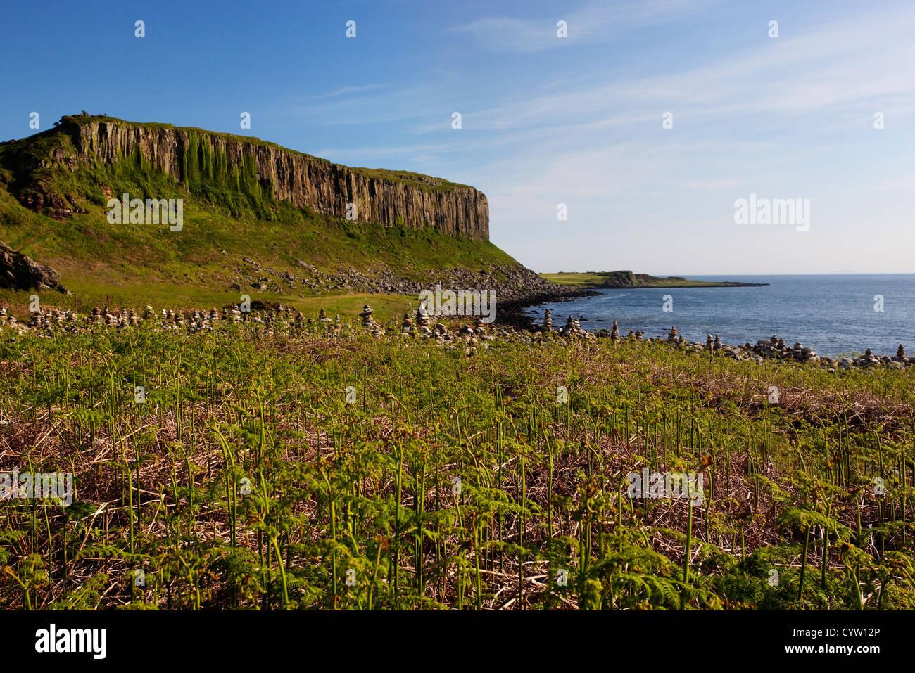 Voir d'Drumadoon Point, un monument près de Blackwaterfoot côtière sur l'île d'Arran, Ecosse, Royaume-Uni Banque D'Images