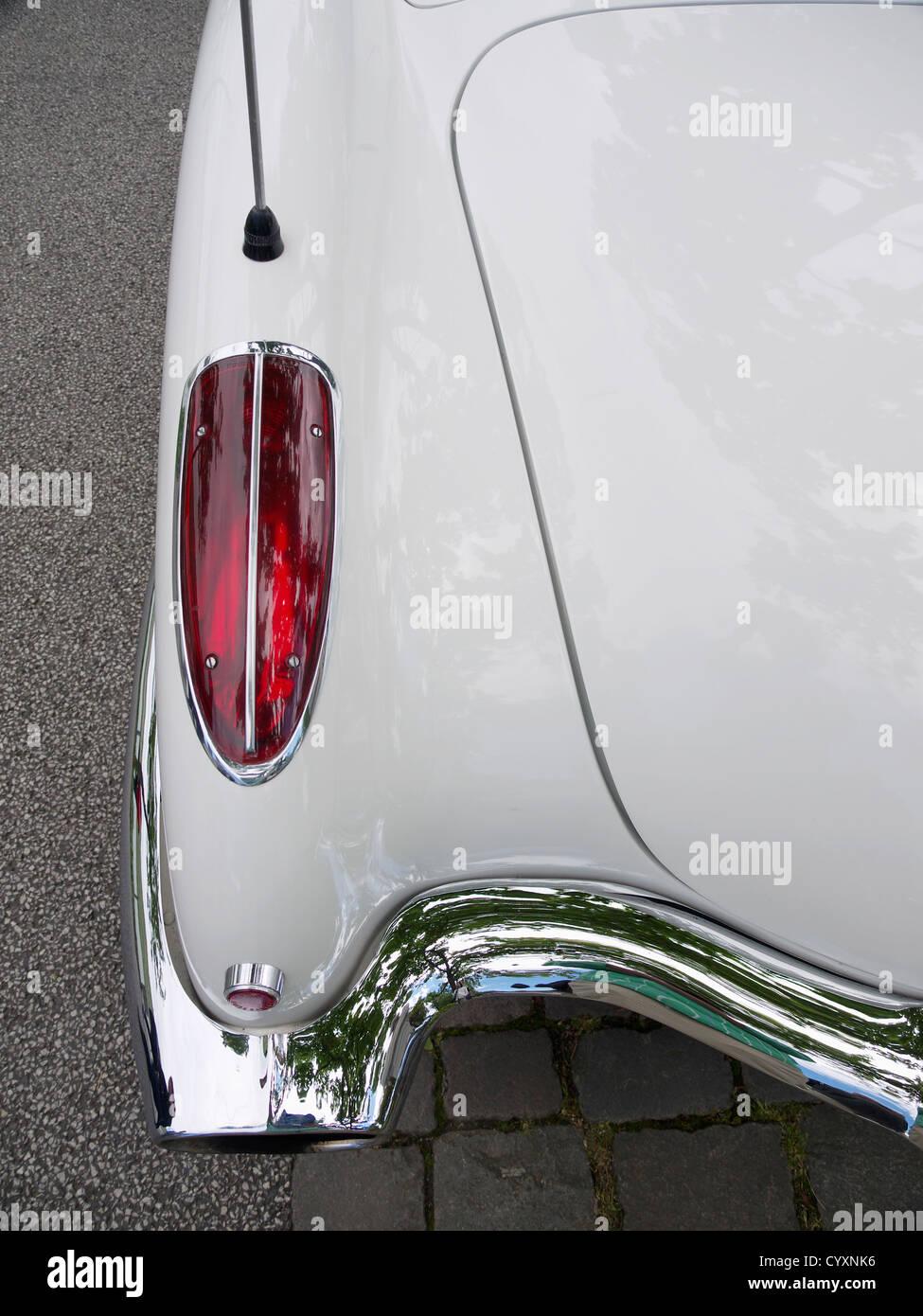 Des feux arrière de Chevrolet Corvette Américain blanc voiture vétéran Banque D'Images