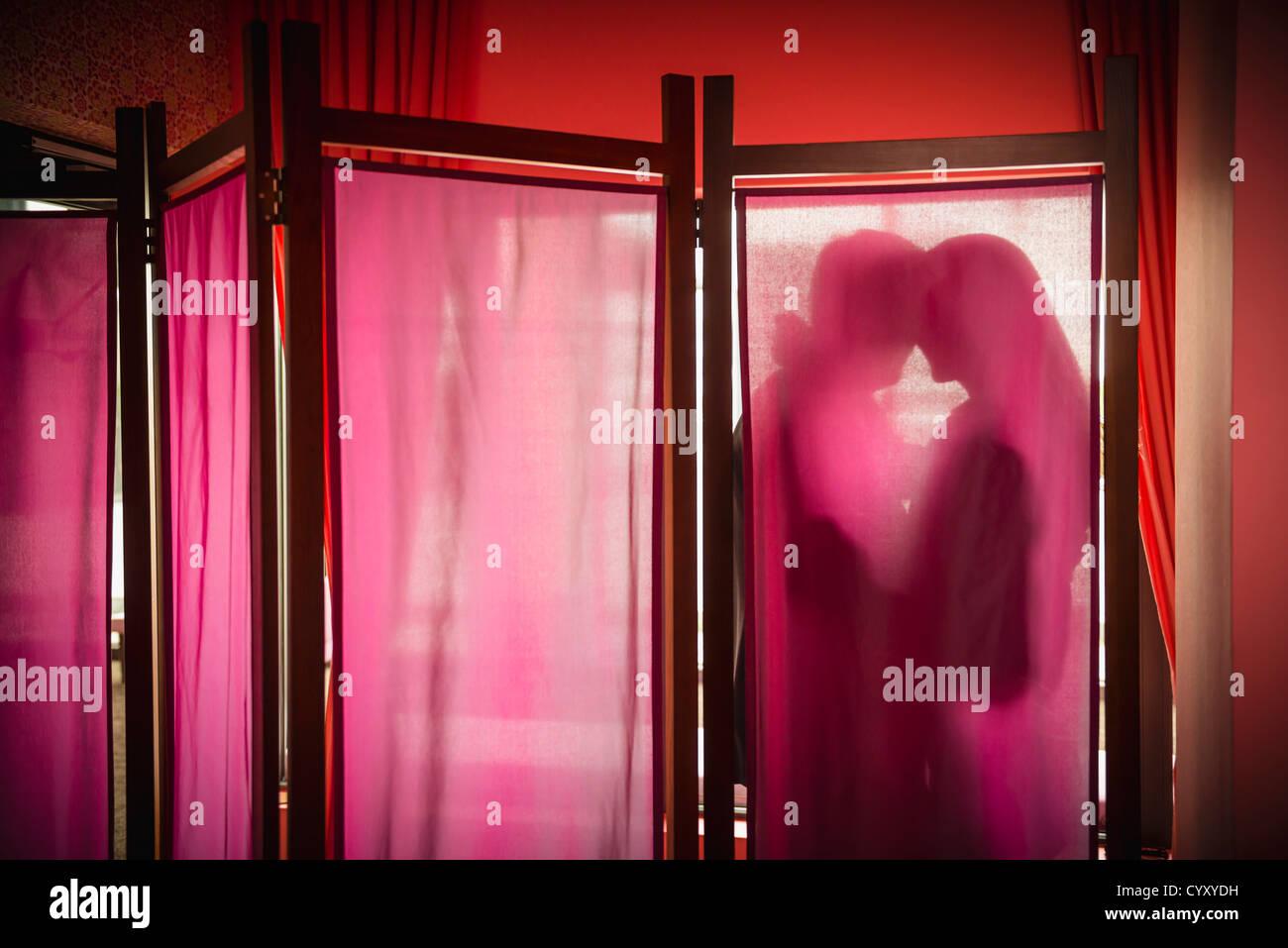 Allemagne, Cologne, couple dans la romance Photo Stock