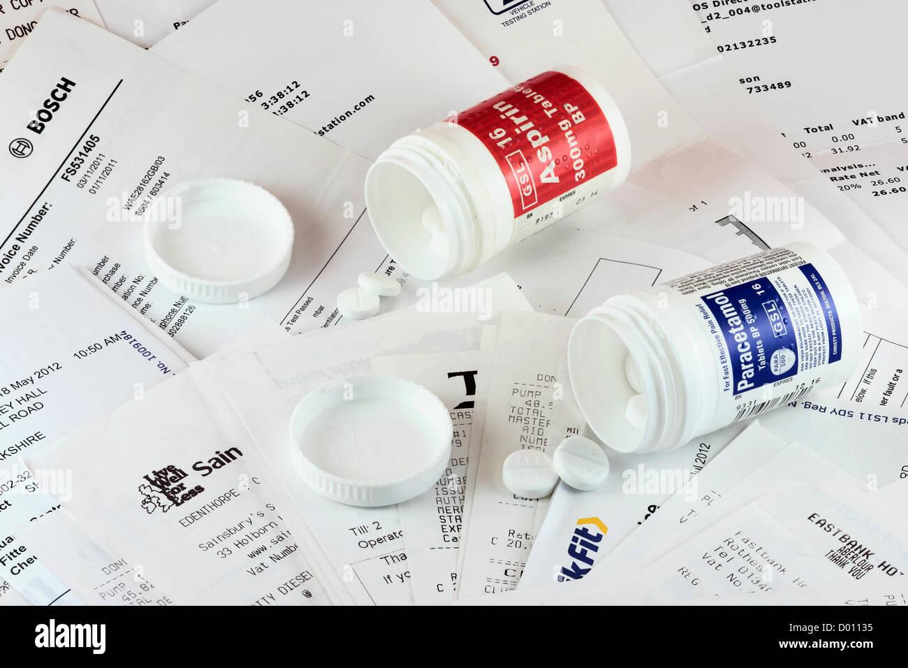 Reçus, factures et des analgésiques Photo Stock