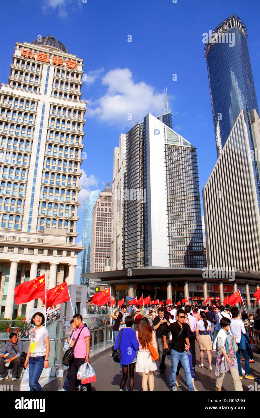 Chine Shanghai Lujiazui Pudong Lujiazui Financial District East Road pont piétonnier de Lujiazui Chine Ping'an Photo Stock