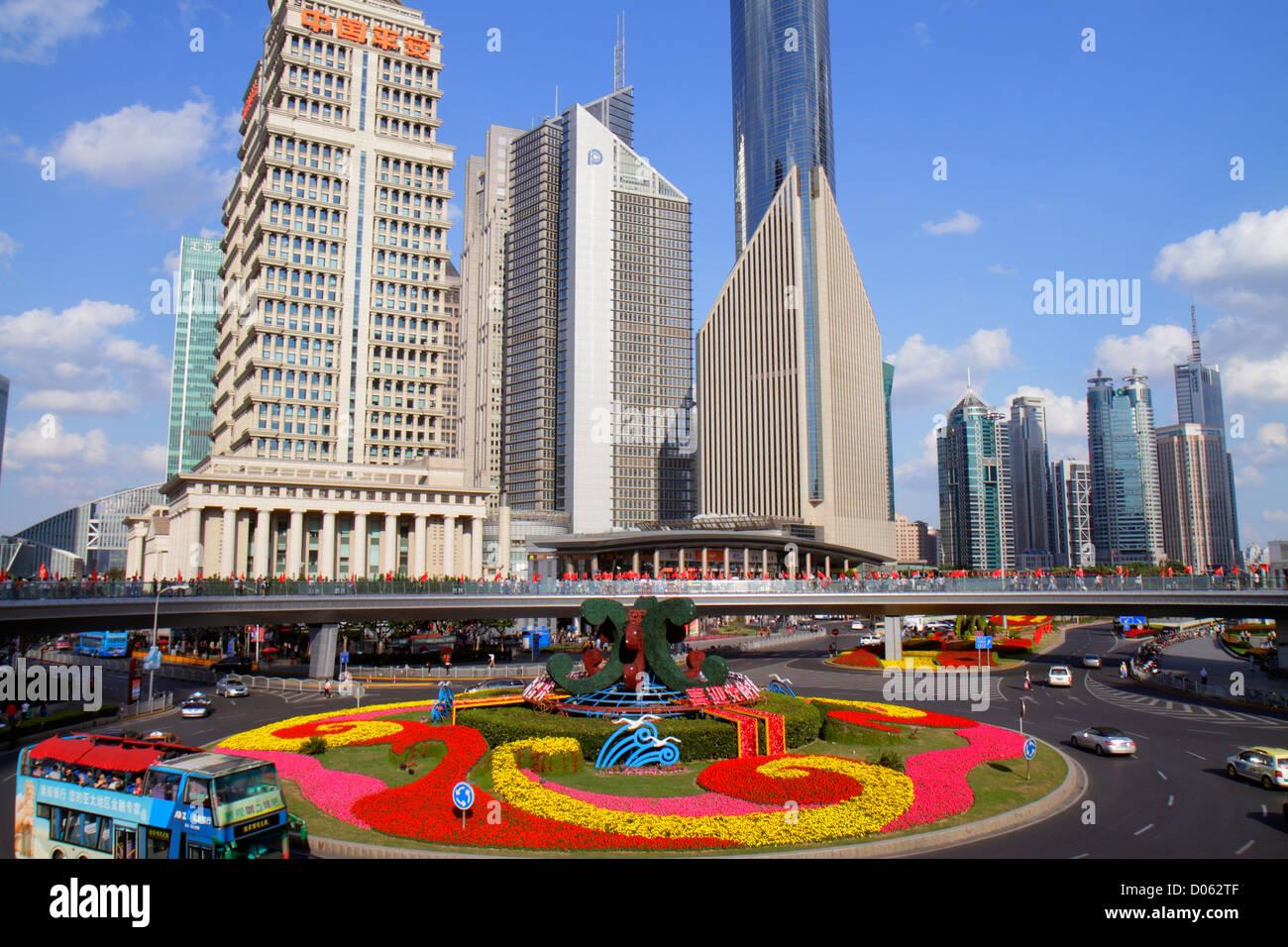 Chine Shanghai Lujiazui Pudong Lujiazui Financial District Pont piétonnier vue depuis le rond Chine Ping'an Photo Stock