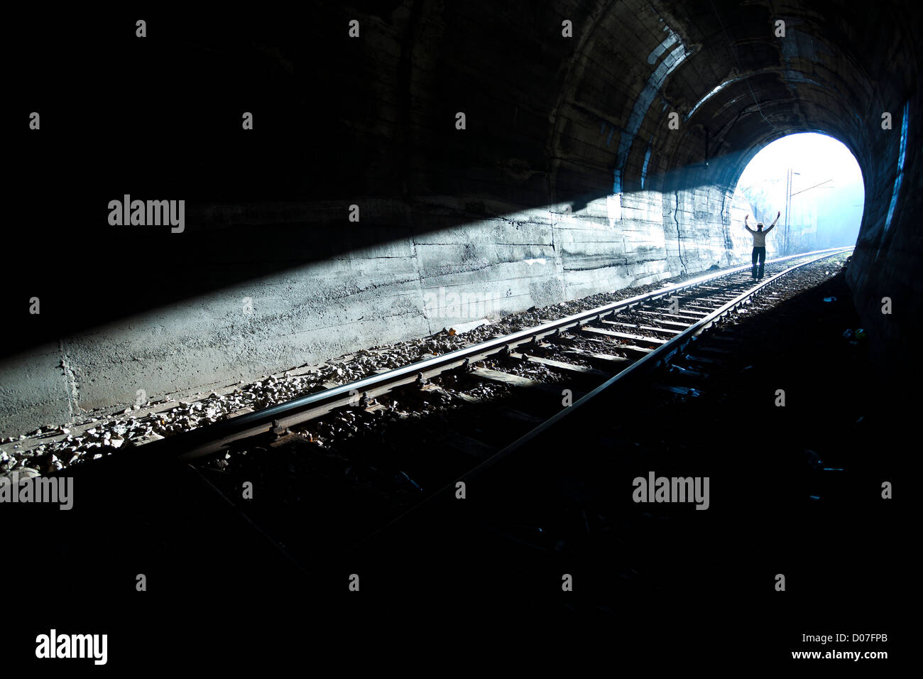 La sortie de darknes - Light à la fin du tunnel Photo Stock