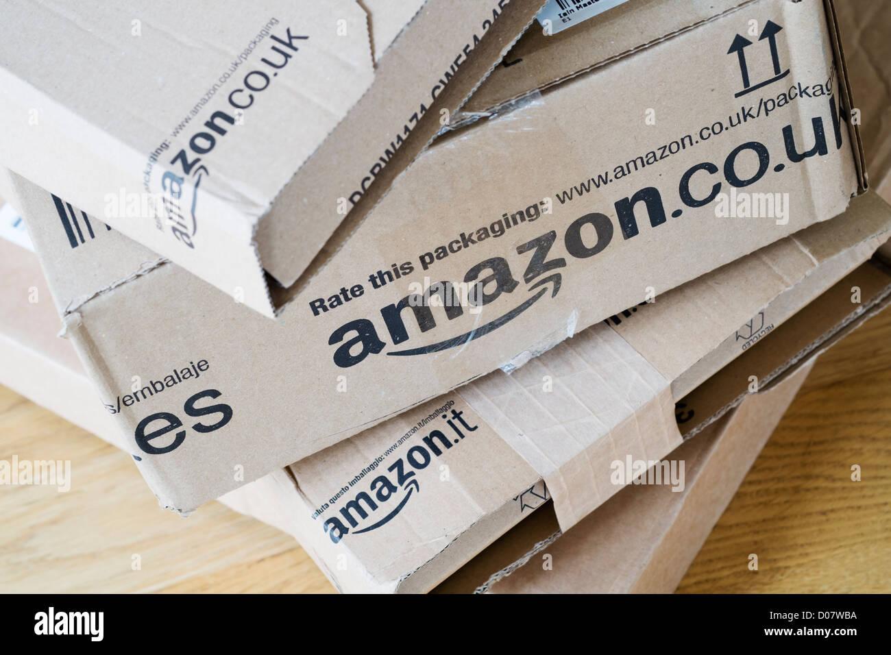 Détail de plusieurs boîtes de Amazon.com Photo Stock