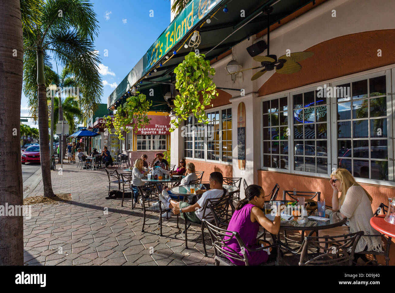 Restaurant trottoir sur l'Avenue du Lac au centre-ville historique de Lake Worth, Treasure Coast, Florida, USA Photo Stock